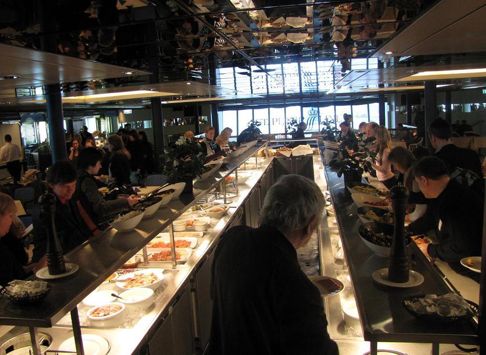 """Ресторан """"7 Seas"""". Шведский стол на Пароме Принцесса Мария. Ужин."""
