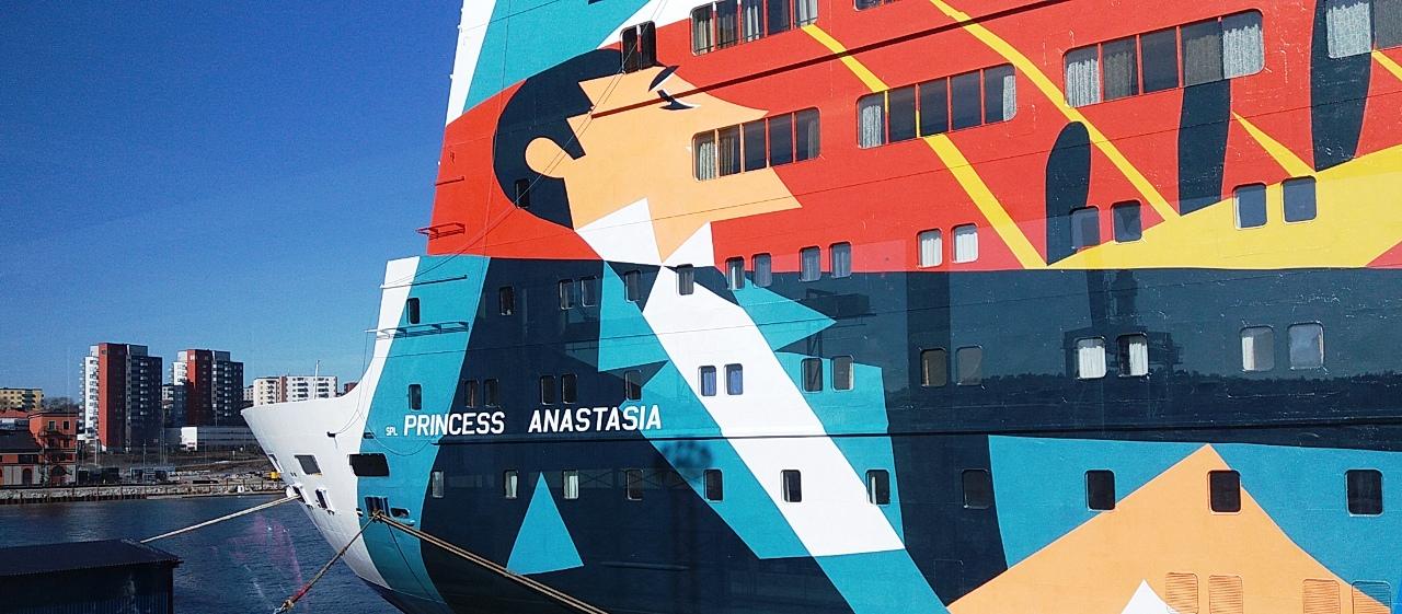 NAPAROME.RU: Паром Princess Anastasia паромной компании MOBY SPL. Рисунки по левому борту на итальянские темы  #mobyspl  #naparome  #принцессаанастасия  #princessanastasia