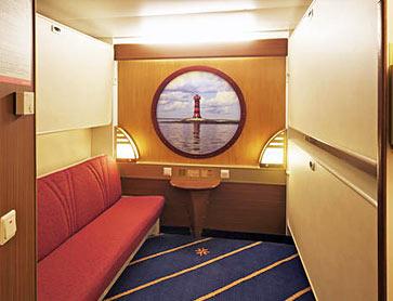 Каюта без окна. 2 нижние кровати и две верхние кровати. Радио. Одна из нижних кроватей может использоваться как диван.