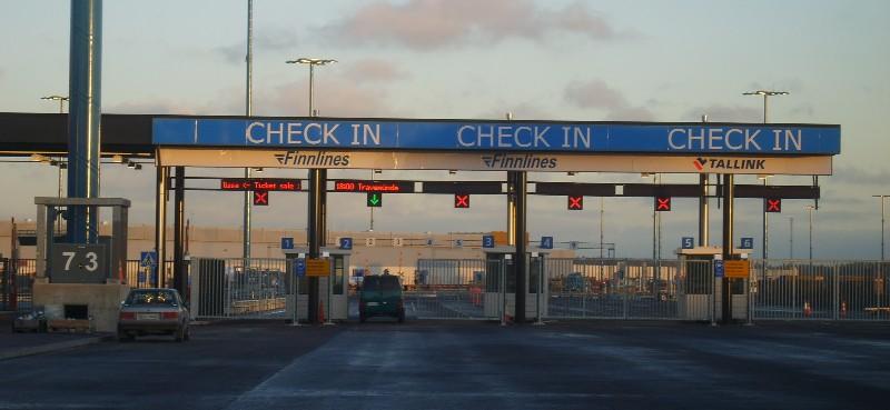 Порт Vuosaari, будки регистрации CHECK IN Tallink & Finnlines