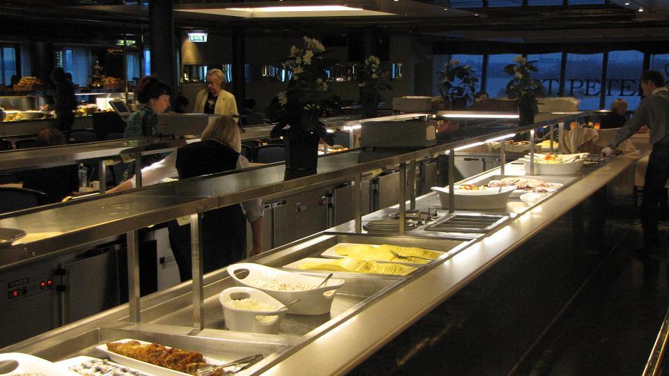 """Ресторан """"7 Seas"""". Шведский стол на Пароме Принцесса Мария."""
