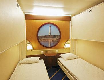 Паром Аморелла компании Викинг Лайн.Каюта без окна. Две нижние кровати и две верхние кровати. Радио.