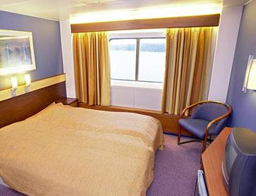 Каюта с окном. Двуспальная кровать (нет доп. кровати). Телевизор, радио, фен, холодильник.
